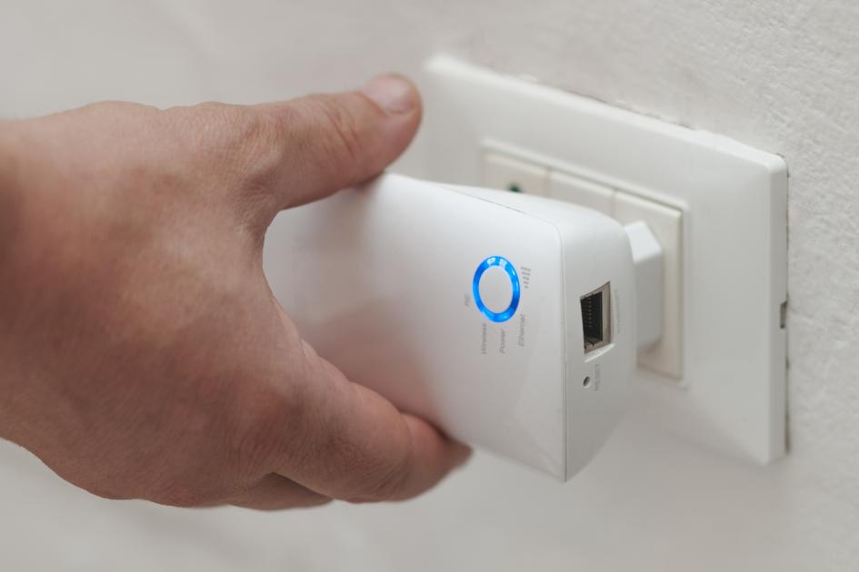 banner-1 of Weak Signal? A WiFi Extender Might Fix Your Problem